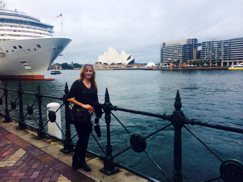 En route to the Sydney Opera House for a performance of Madame Butterfly (photo - worklondonstyle)
