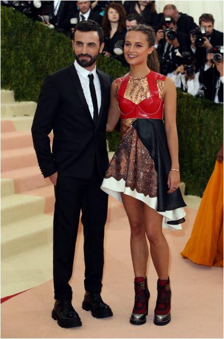 Alicia Vikander in Vuitton with the designer.