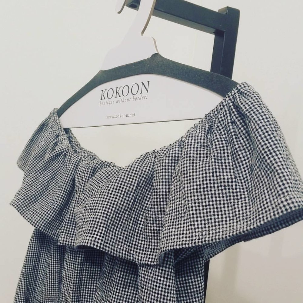 Preppy isn't usually my thing, but I'm just crazy about this gingham seersucker! This was he first test, I had to calm that ruffle down quite a bit as it was very balloon like over the boobs. It is SUPER CUTE!!!