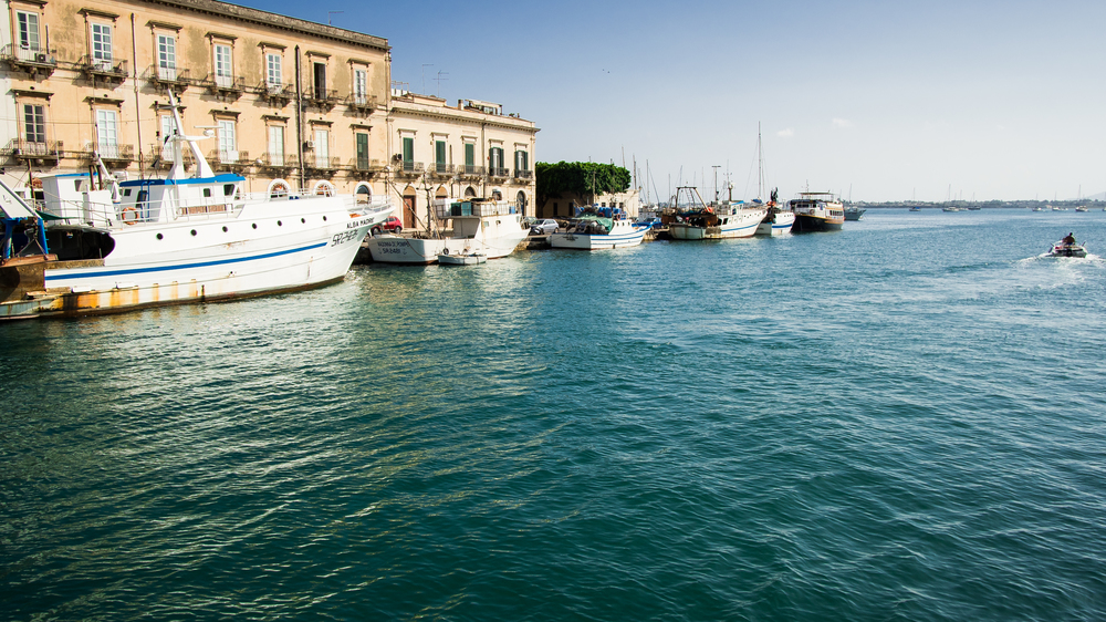 There is a small waterway between mainland Sicily and the island of Ortigia where there are many small boats tied up. The bay created between the island and the sea is quite large and many luxury yachts can be seen enjoying its calmer waters.