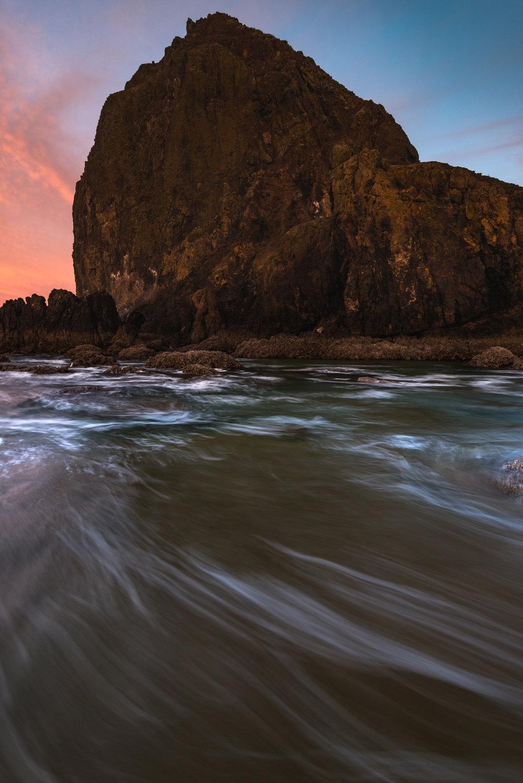 cannon beach oregon coast sunrise haystack rock