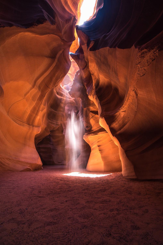 upper antelope canyon sand dancing beams of light