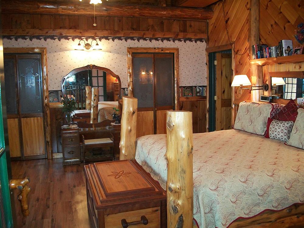 master_bedroom_002-0680.jpg
