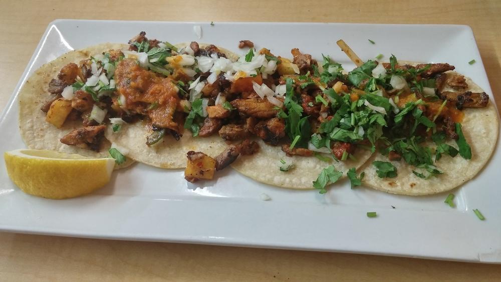 El Rey del Taco - Tacos al pastor - pork tacos - montreal restaurants - mexican food - mexican restaurant - my girl montreal
