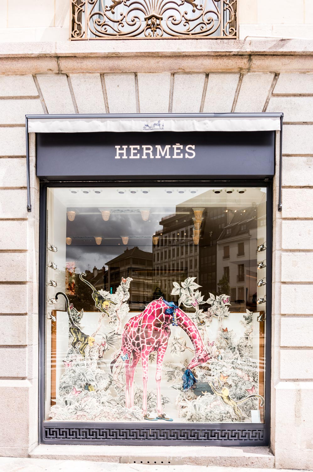 Really awesome window display in Hermes