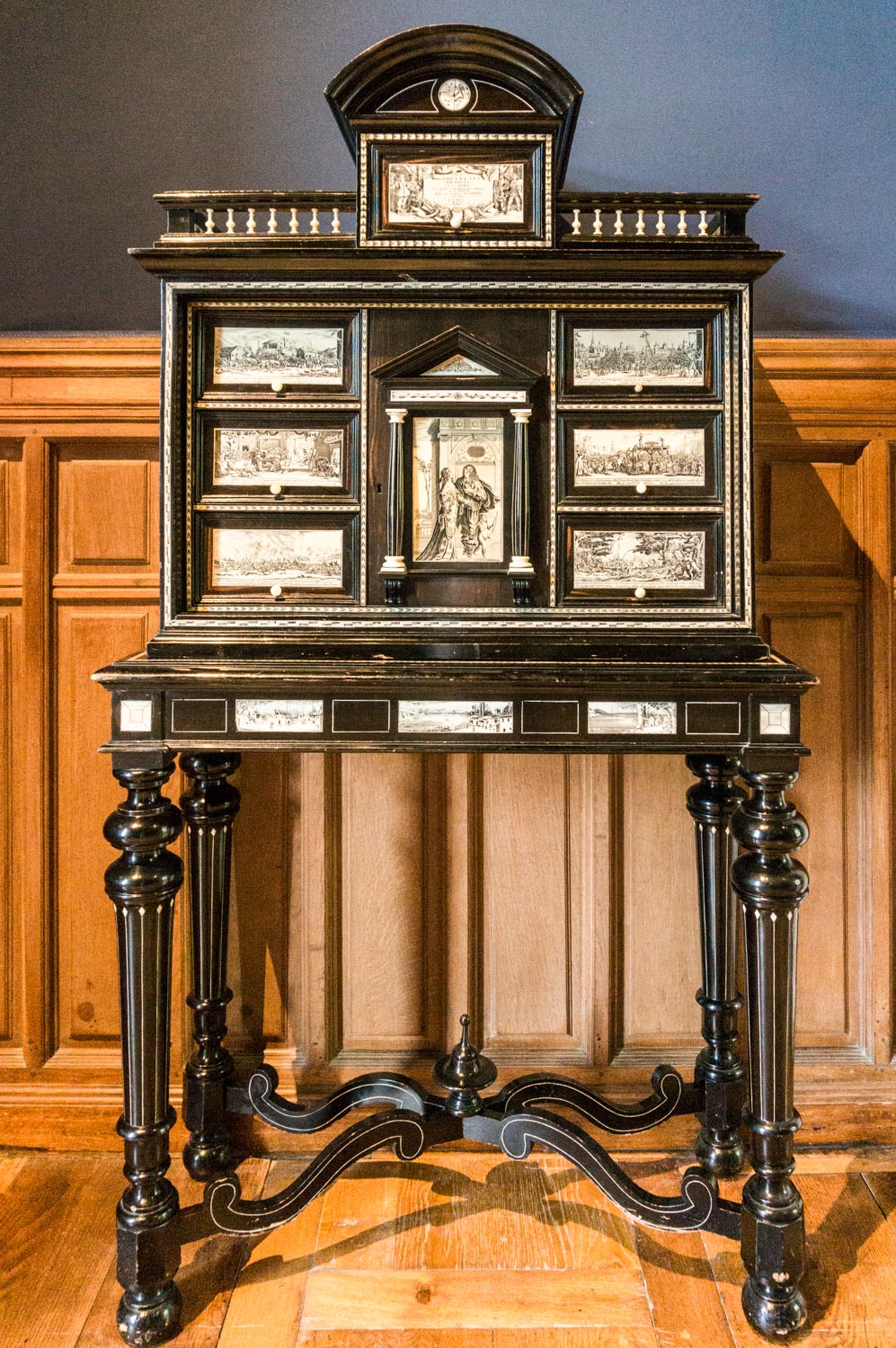 This amazing cabinet was so beautifully detailed!