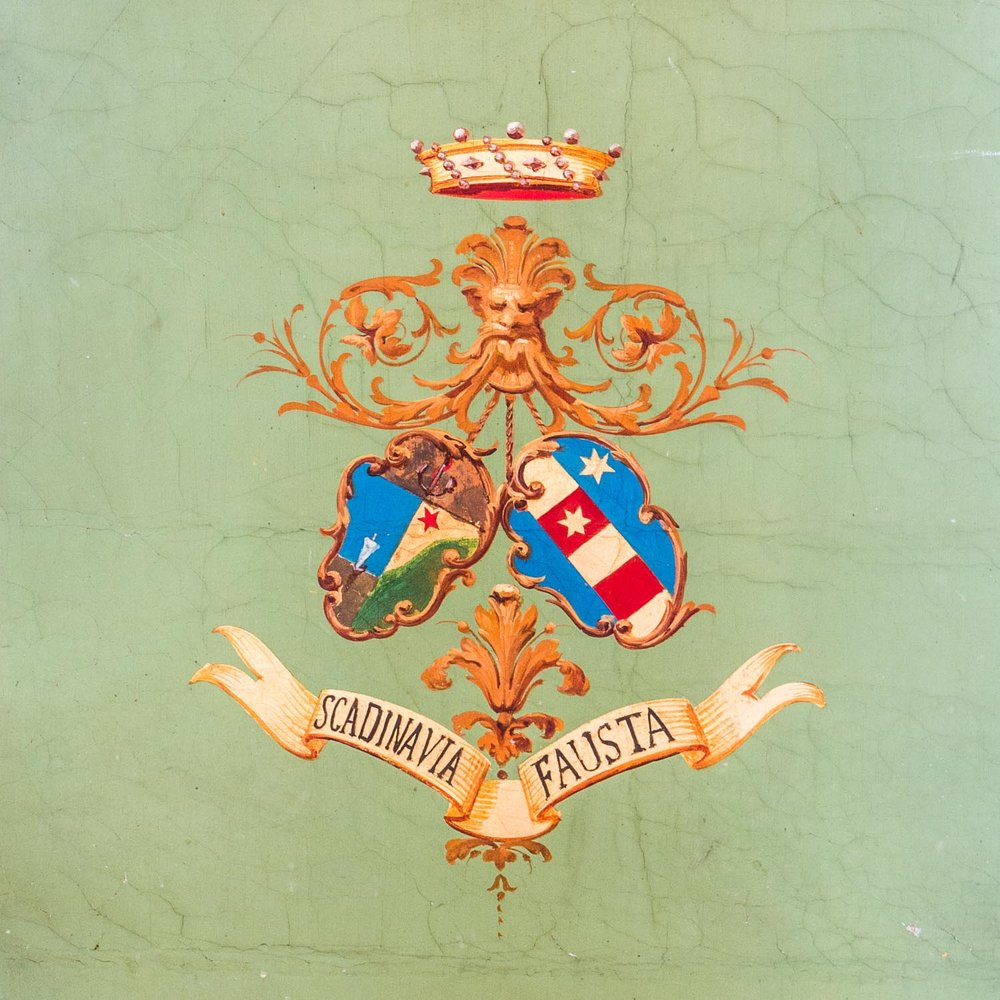 From what I can find, this is a Durand family crest. Not enough people have family crests these days!