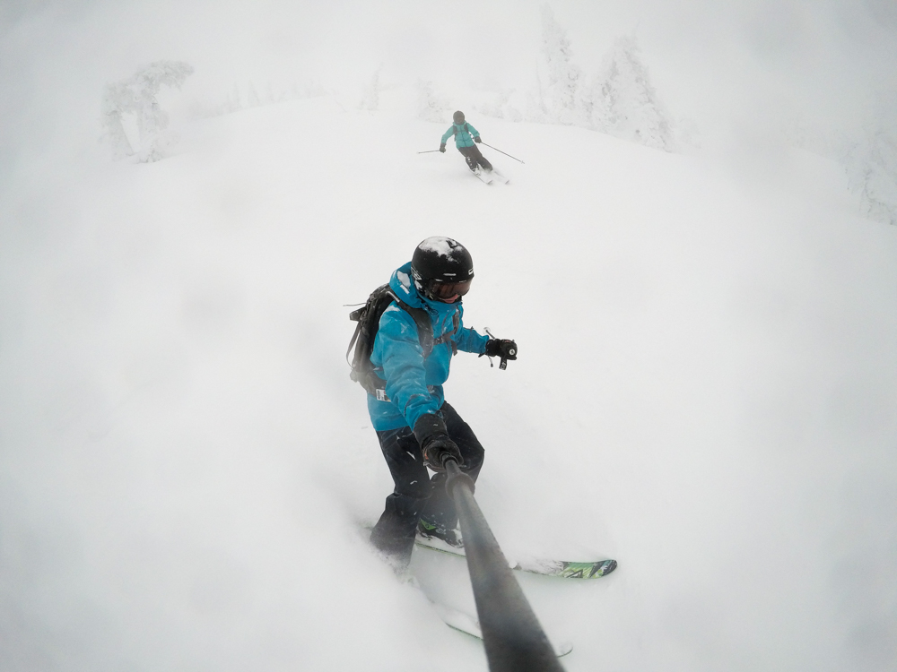 powder day skiing