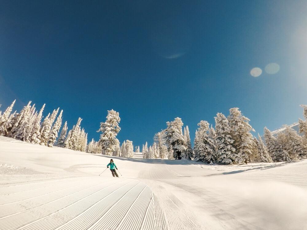 Skiing groomers