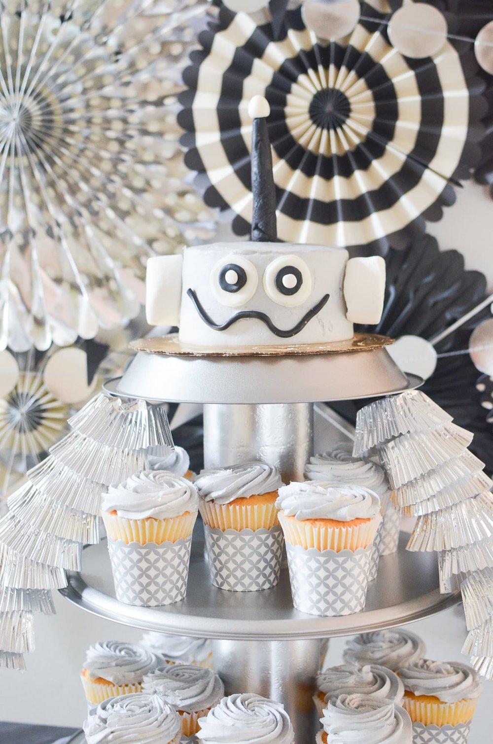 Robot Cake + Cupcakes   Momma Society