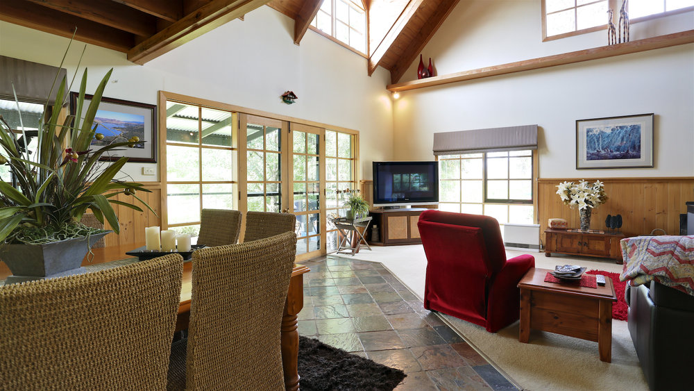 Although this HDR provides a well exposed indoor scene, the outdoors is very much over exposed.