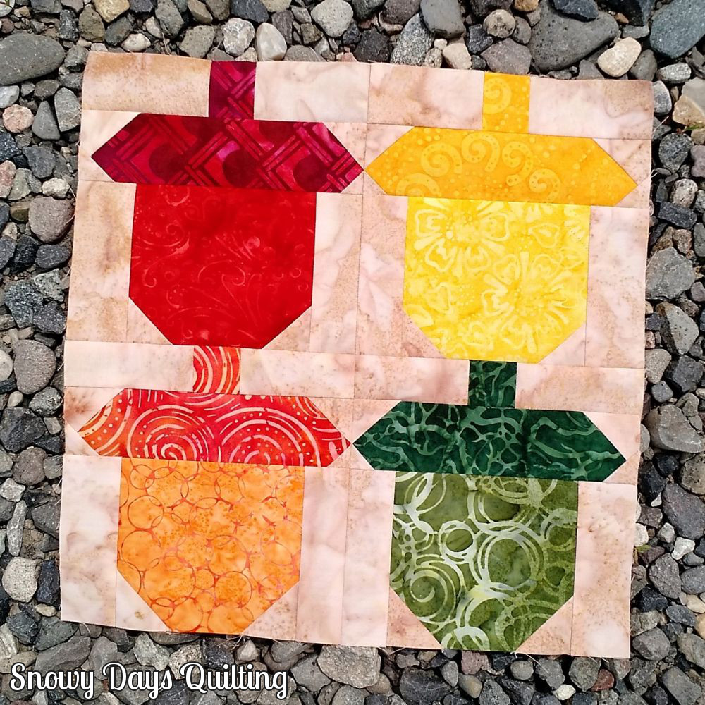 pieced acorn quilt block