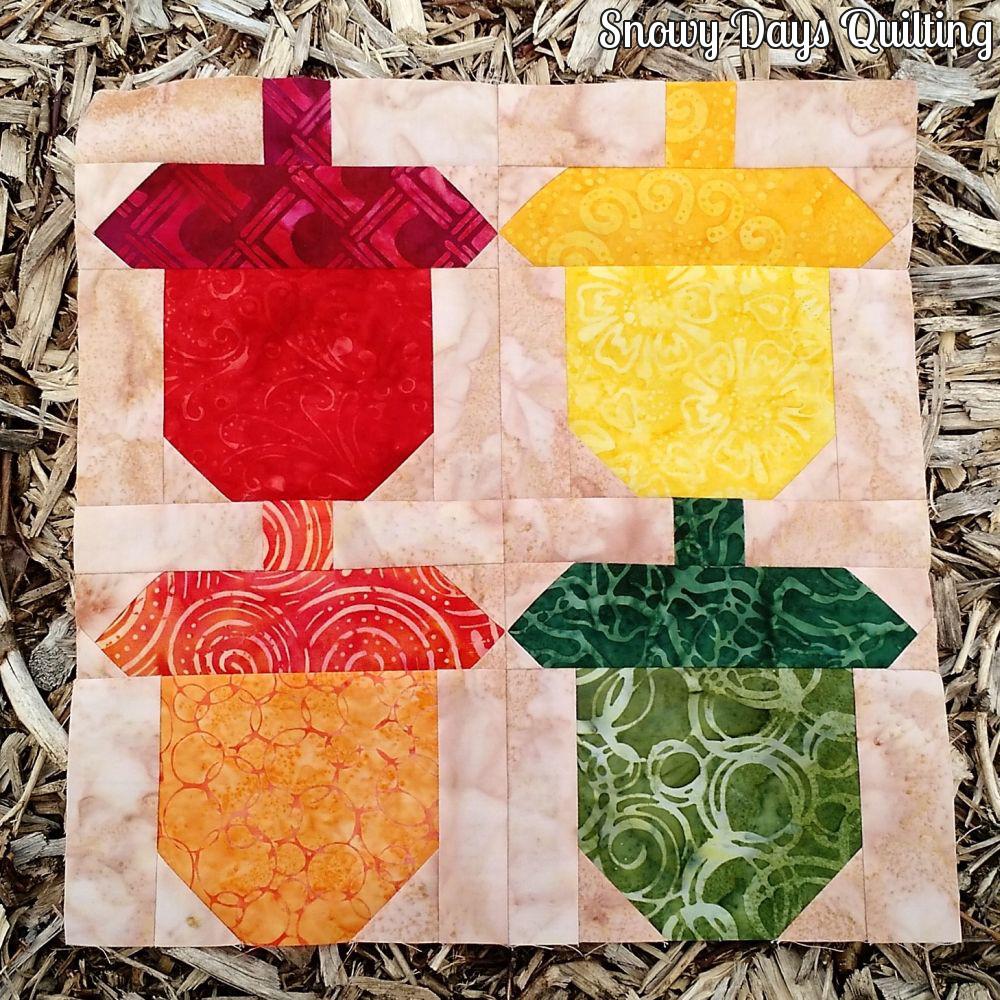 pieced acorn quilt block