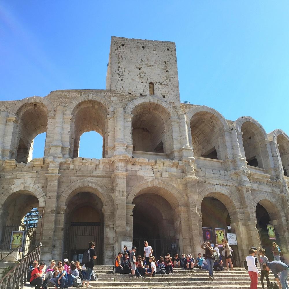 Nous avons grimpés jusqu'en haut des Arenes d'Arles
