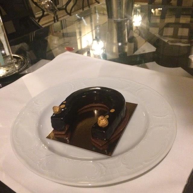 Etre à Chantilly sans déguster un Fer à cheval tout chocolat et praline...signé Clément Leroy , pure régal!