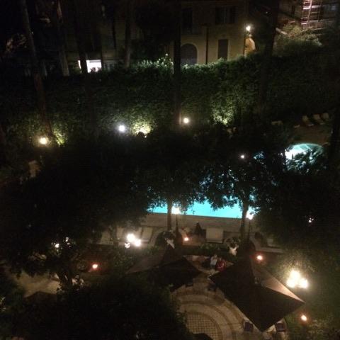 Soyez attentif et choissisez aussi une Chambre avec vue sur la piscine, attenzione!