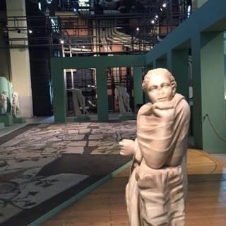 EN DEHORS DES SENTIERS BATTUS,La Centrale Montemartini, ET SES TRÉSORS DE FOUILLES! (magnifique fabrique en activité entre 1941 et 1950 exposant aujourd'hui des statues datant de 1850 à 1950).