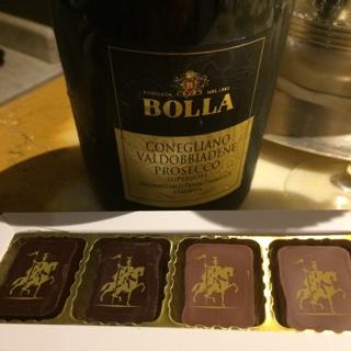 Procecco & chocolats noir et laiit de bienvenue.