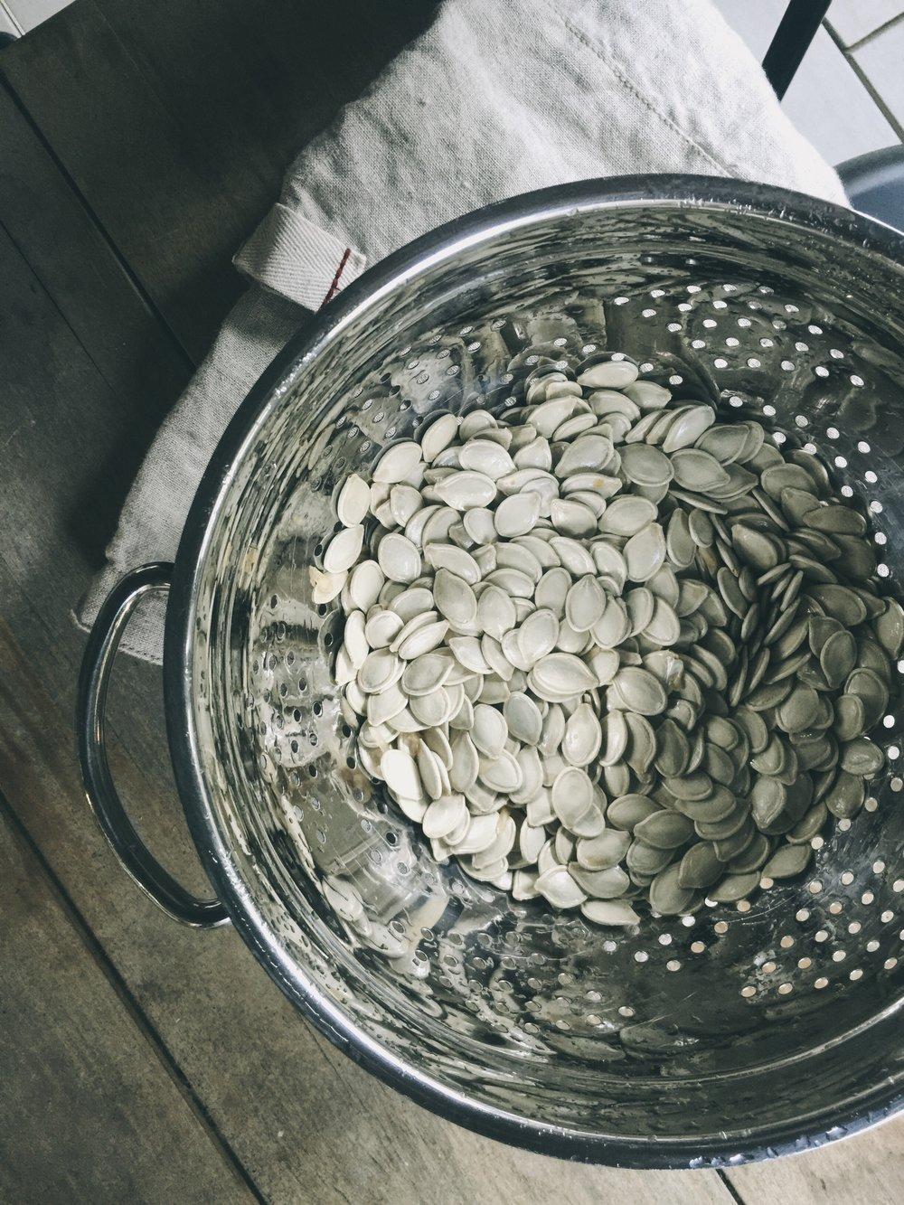 cleaning fresh pumpkin seeds
