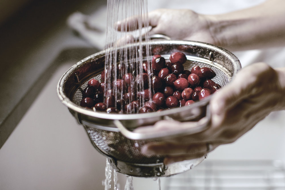 washing fresh cranberries