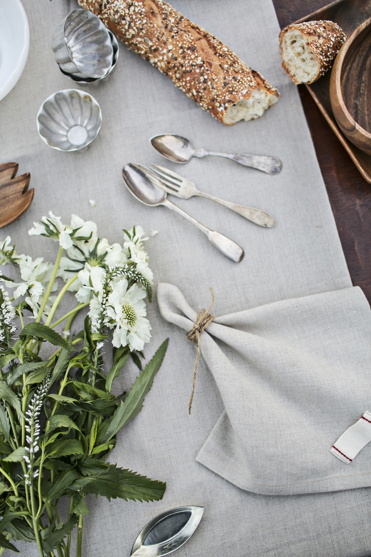 spring and easter tabletop brunch setting / heirloomed