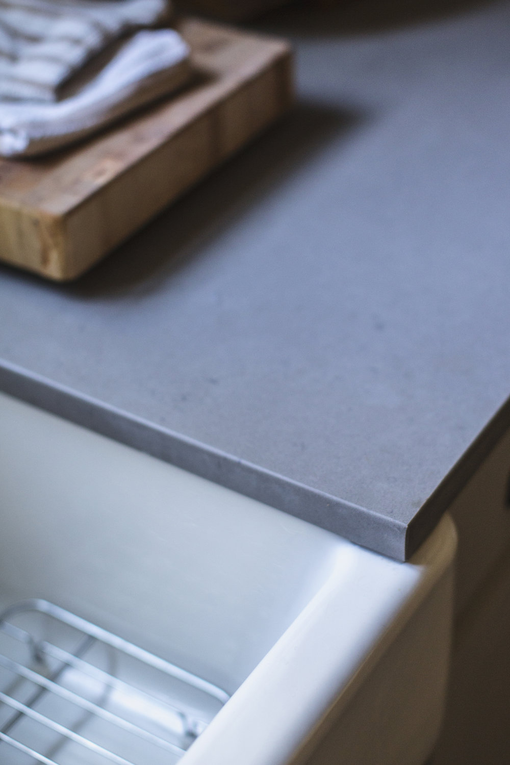 caesarstone quartz countertop in honed pebble / heirloomed