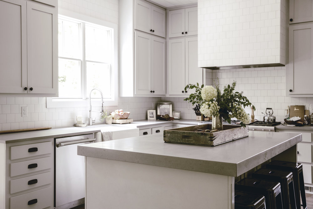 white and grey farmhouse kitchen / heirloomed