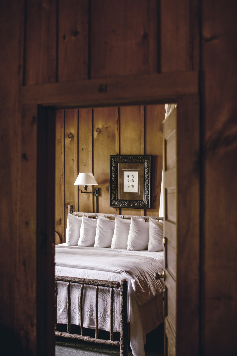 rustic guest room inn at high Hampton inn / heirloomed