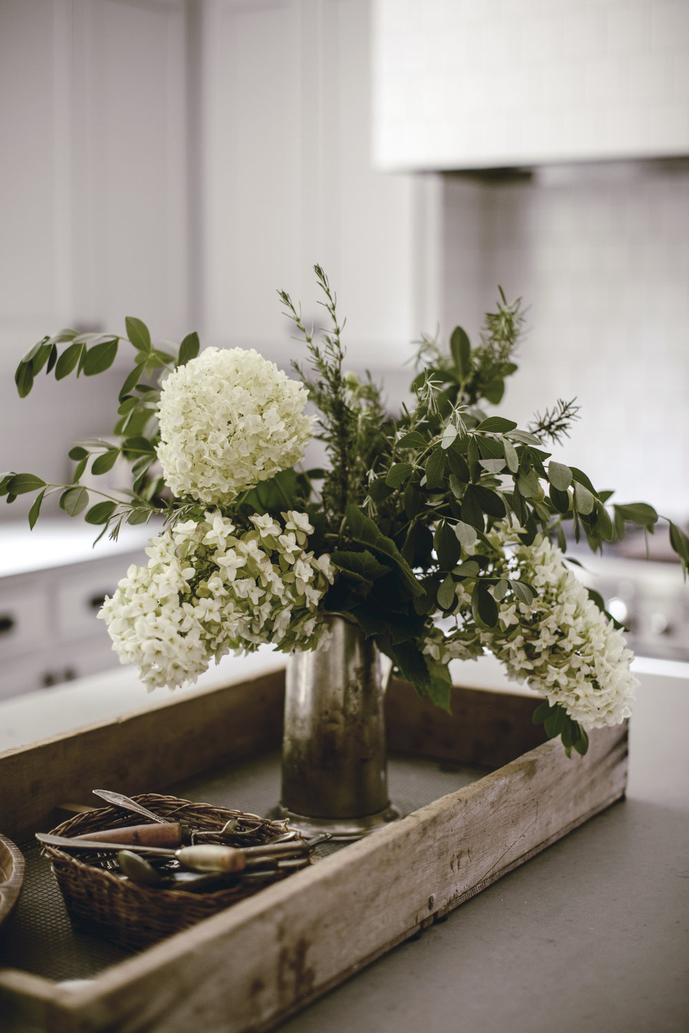 farmhouse floral arrangement / heirloomed