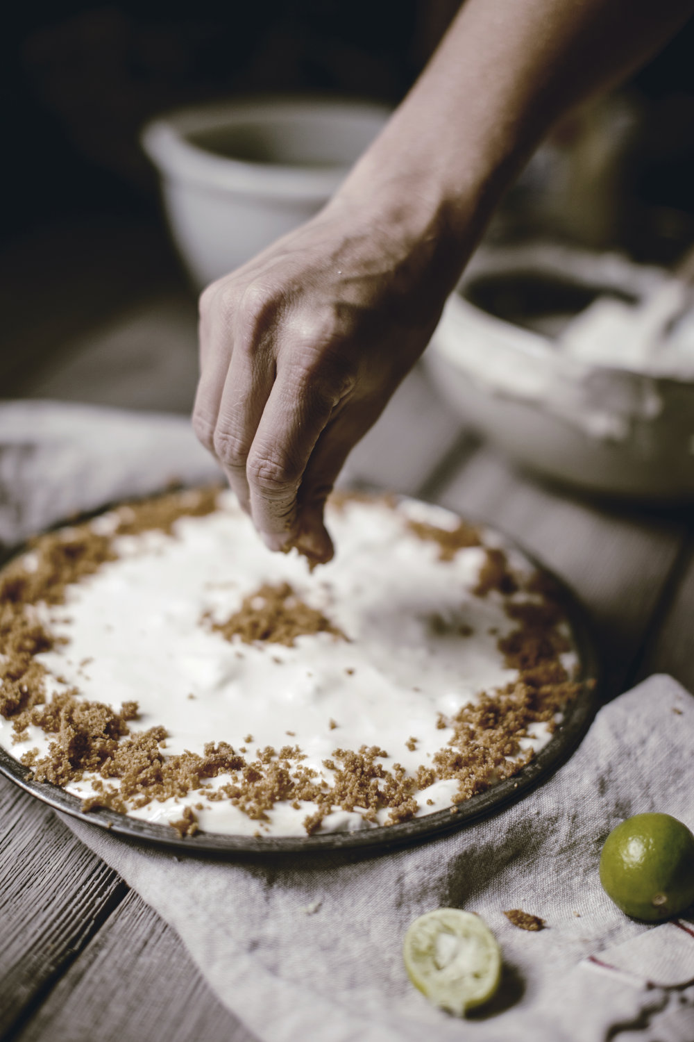 garnishing key lime pie with graham cracker crumbs / heirloomed