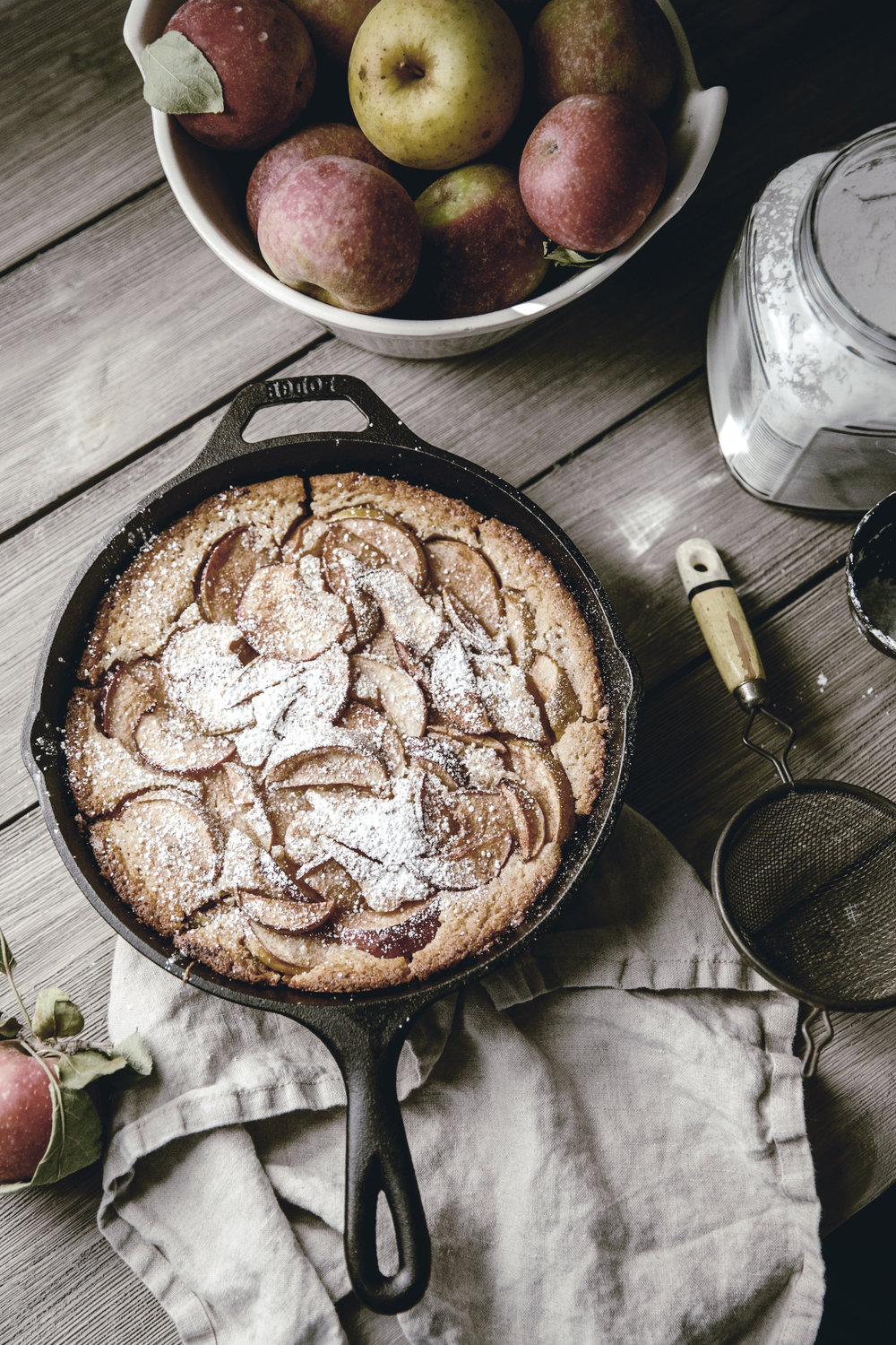 apple buttermilk skillet cobbler / brooke bell cast iron baking / heirloomed