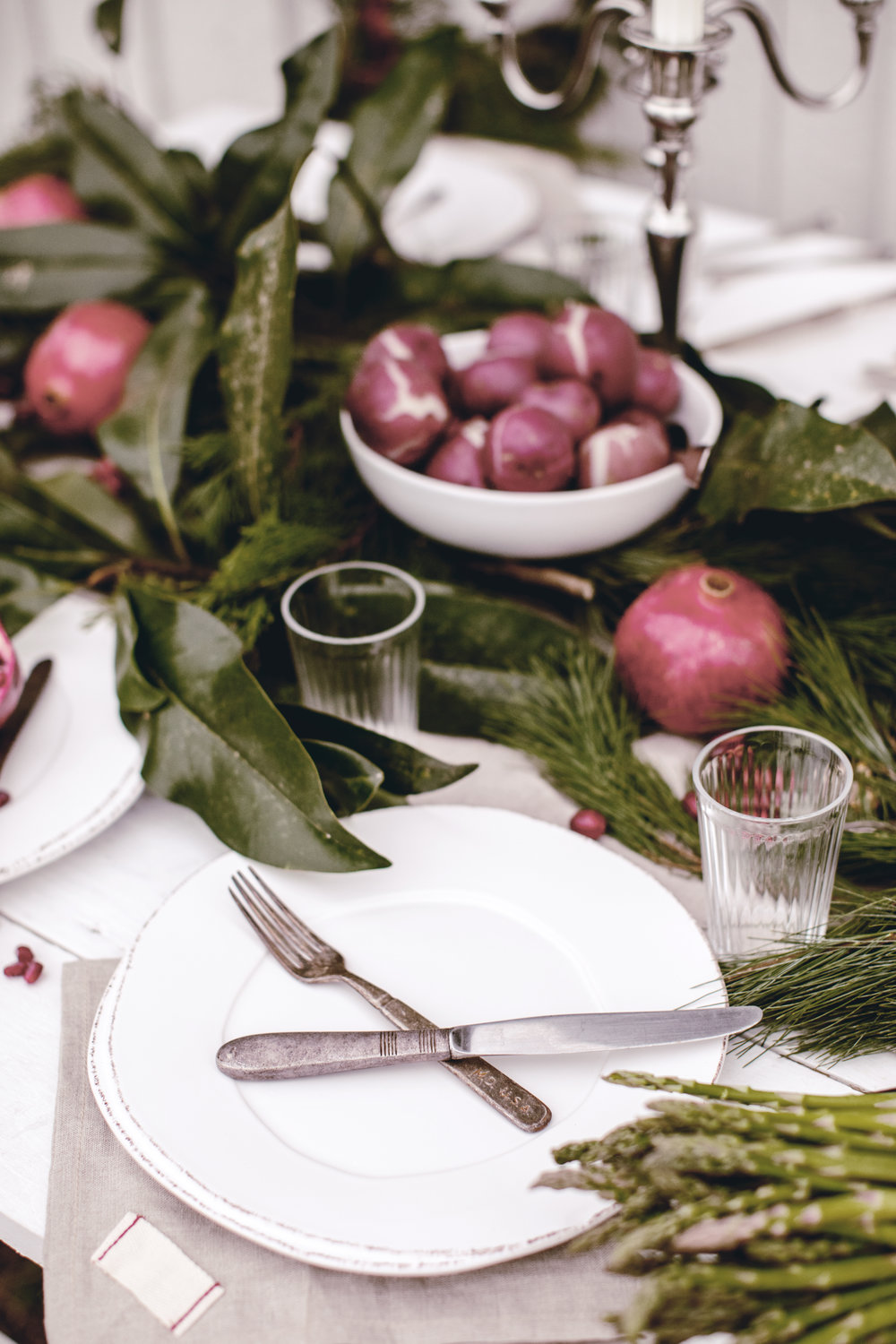 holiday entertaining at a rustic barn / heirloomed