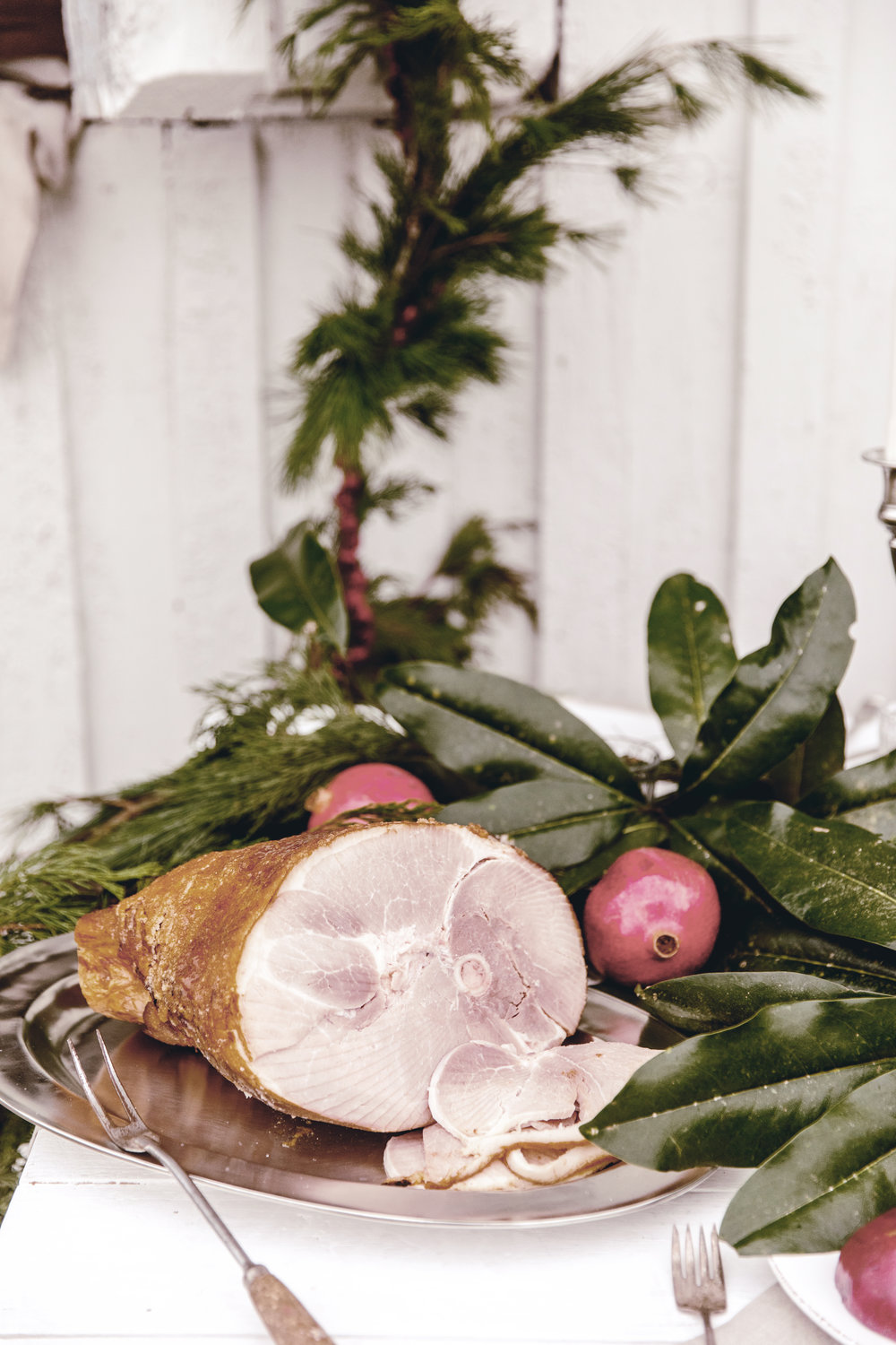 HoneyBaked Ham for rustic Christmas dinner /easy holiday entertaining / heirloomed