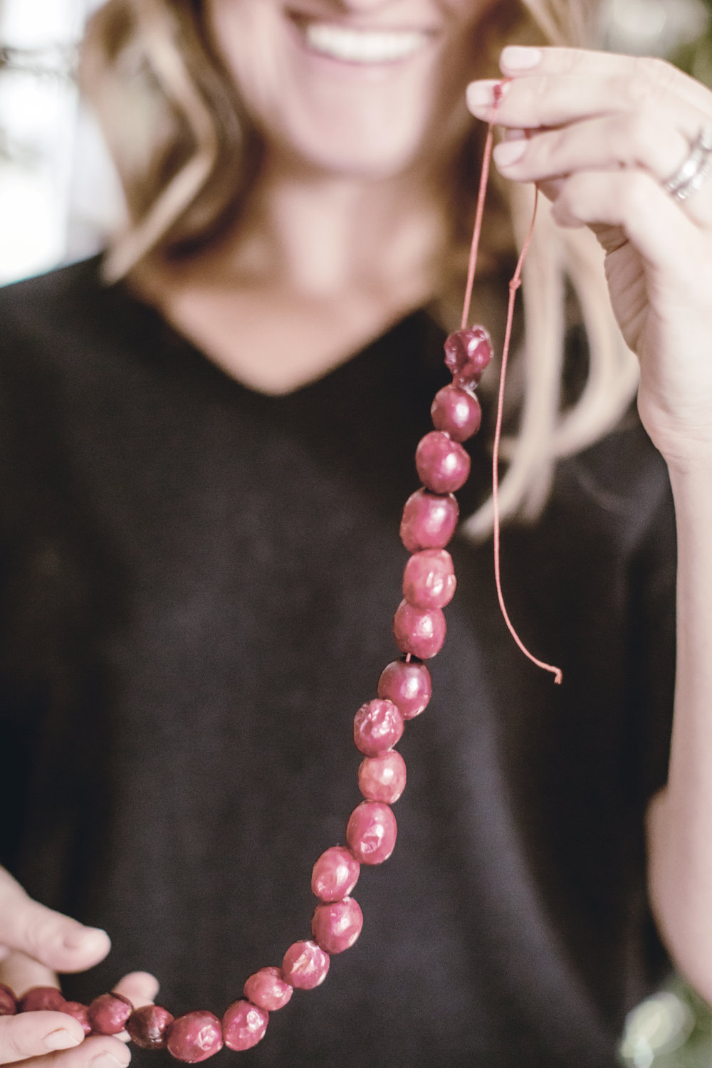 tips for stringing cranberry garland / heirloomed