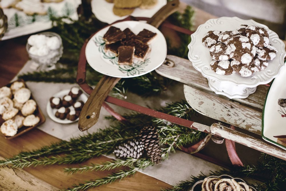 vintage sled as holiday table riser and centerpiece / heirloomed