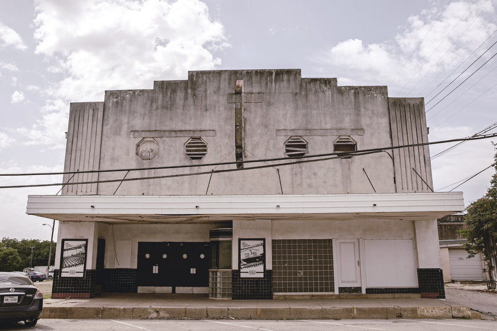 old abandoned theatre McGregor Texas / heirloomed travel