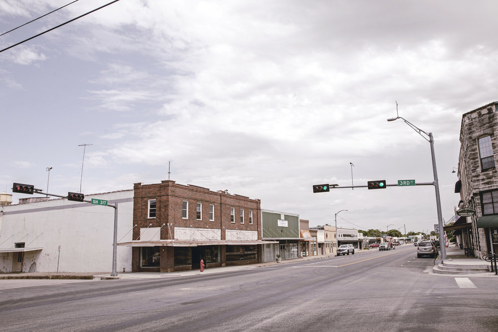 Downtown McGregor Texas / small town travel / heirloomed