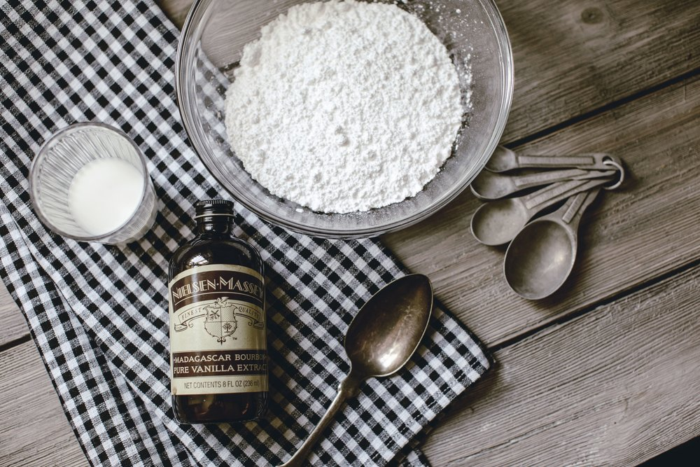 ingredients for glaze icing