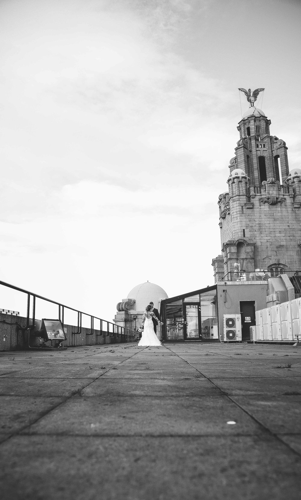 Wedding photos at the liver building (1 of 1)-35.jpg