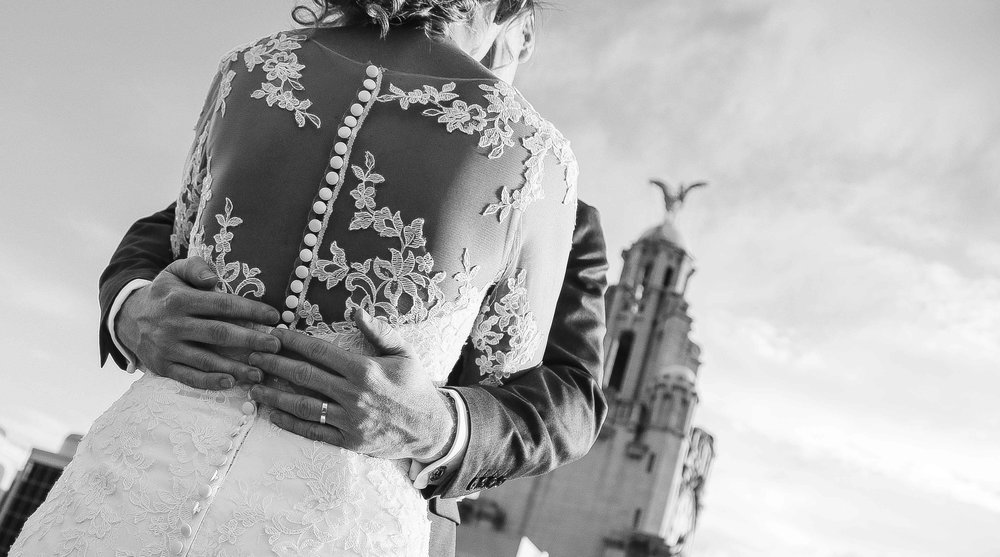 Wedding photos at the liver building (1 of 1)-40.jpg