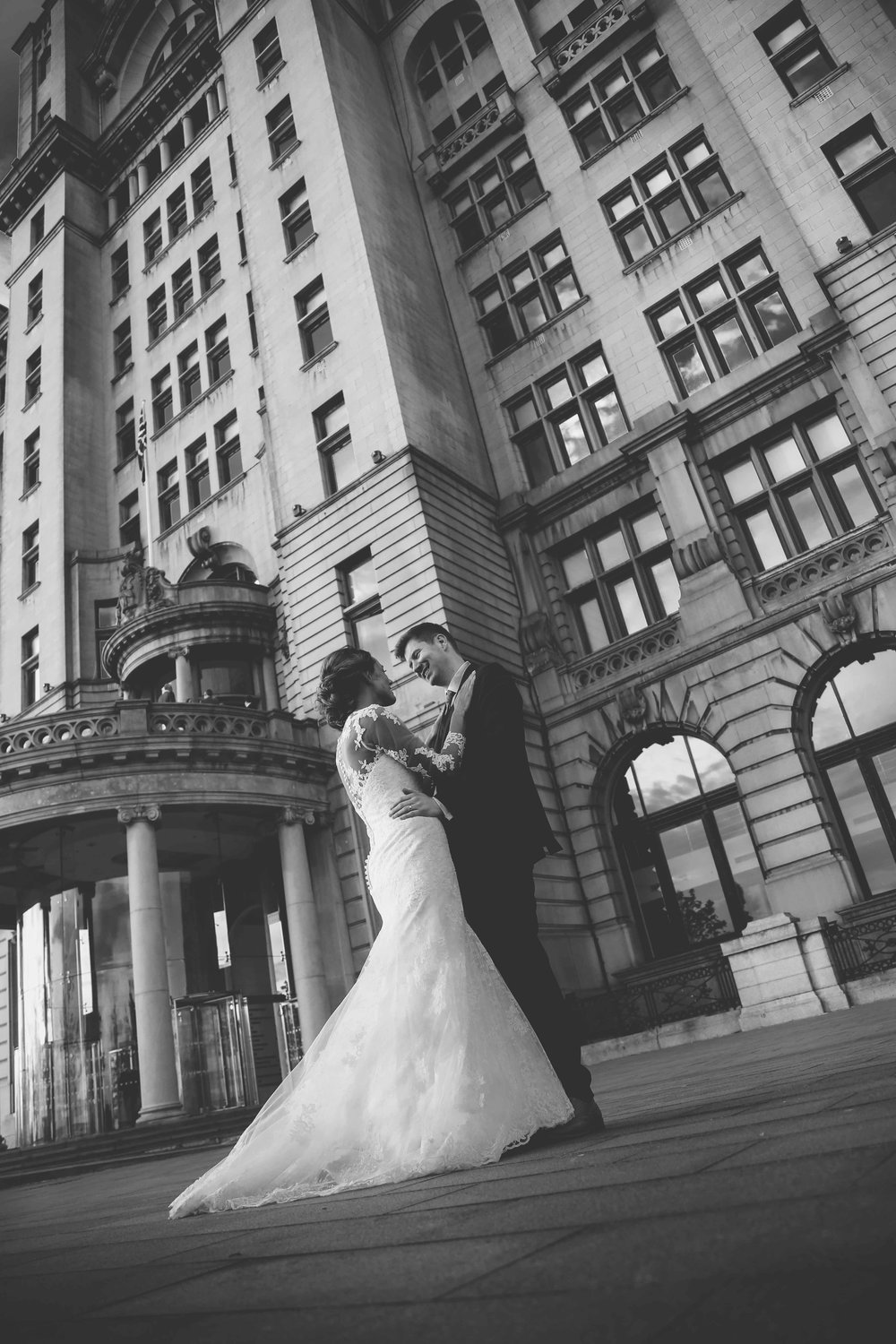 Wedding photos at the liver building (1 of 1)-49.jpg