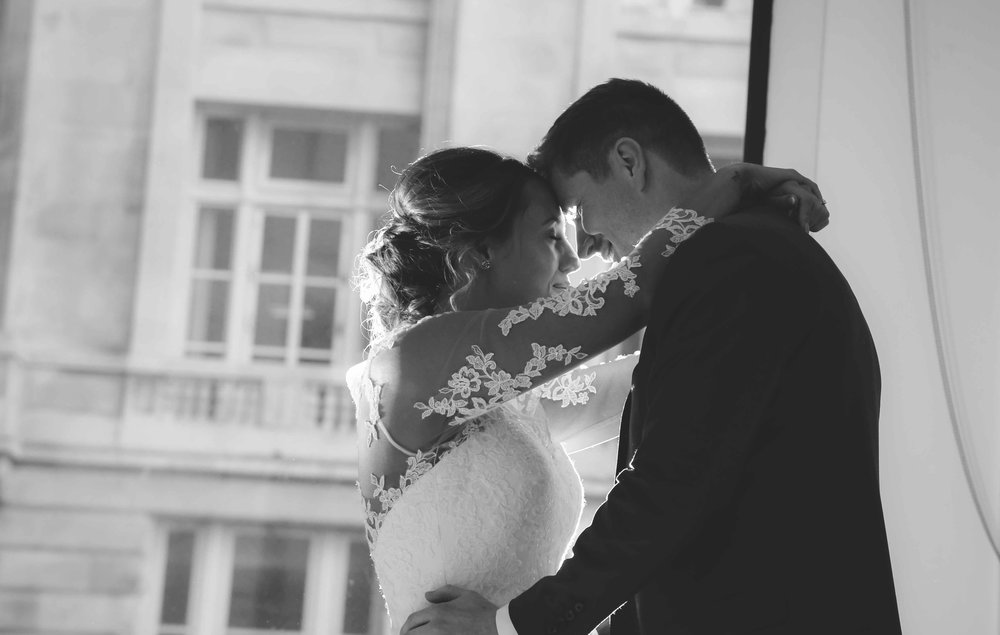 Wedding photos at the liver building (1 of 1)-57.jpg