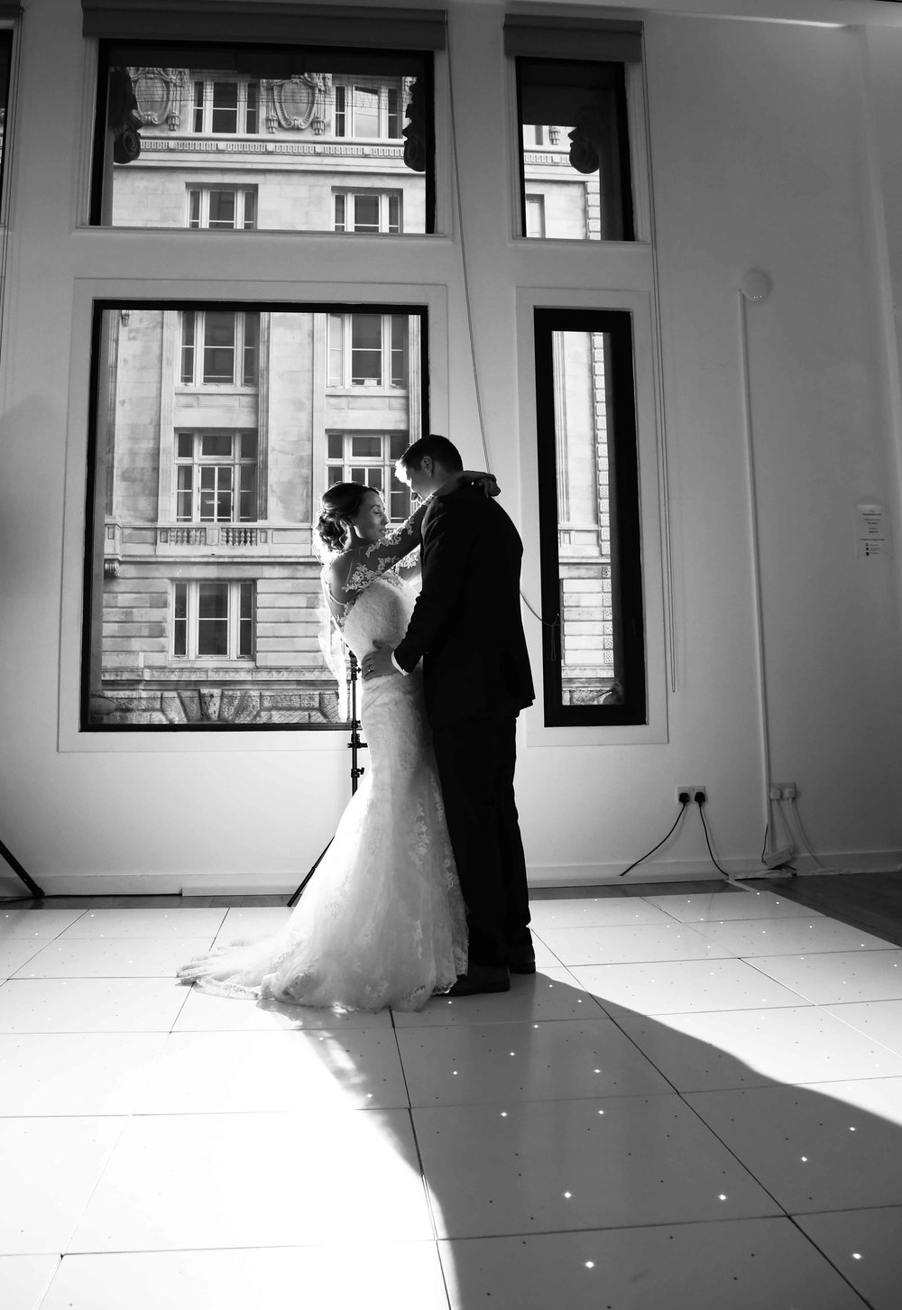 Wedding photos at the liver building (1 of 1)-58.jpg