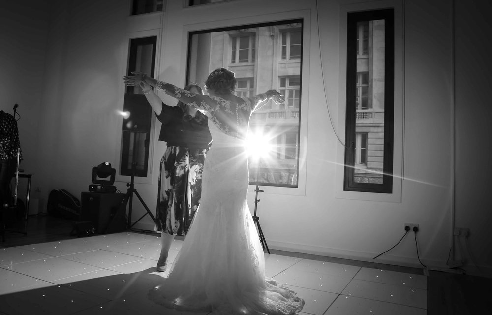 Wedding photos at the liver building (1 of 1)-65.jpg