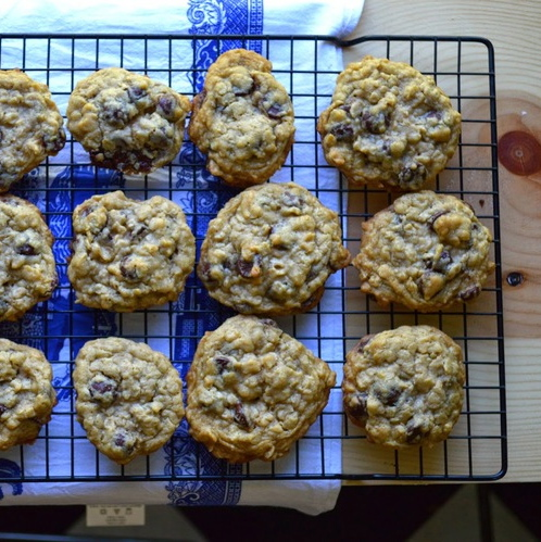 SALTED OATMEAL CHOCOLATE CHIP COOKIE