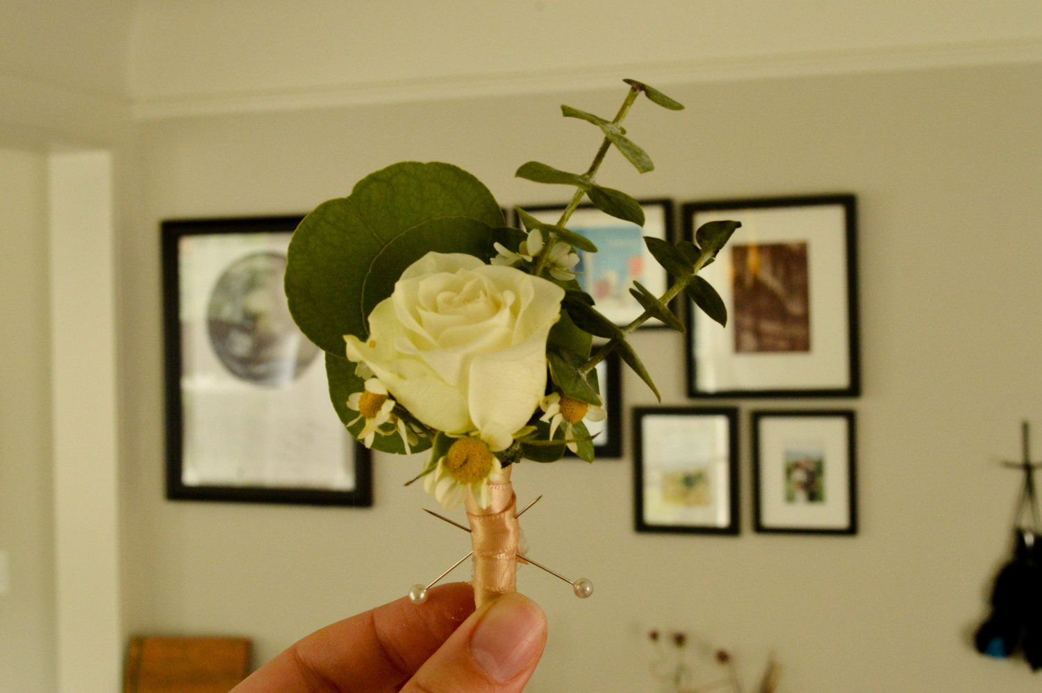 Affordable Diy Boutonniere With Flowers From The Grocery Store