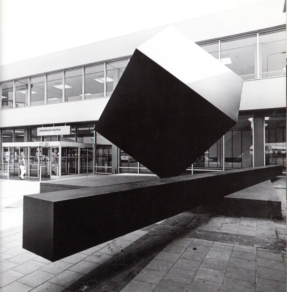 Sculpture designed by Kho Liang Ie. Photo Jan Versnel