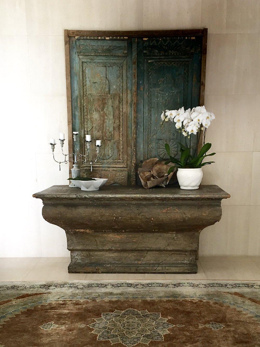 Grawski antique entry table