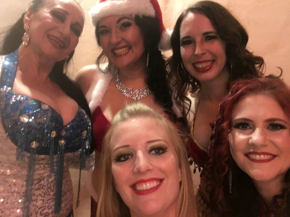 Backstage group selfie with Helena, Stefanie, Shana, Lauren & Courtney