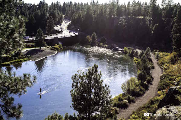 PADDLEBOARDING DESCHUTES RIVER